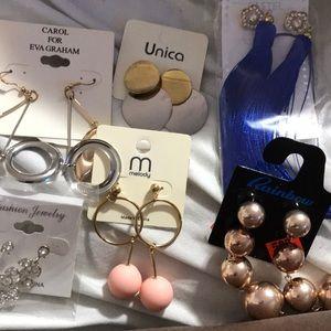 Bag of fun costume jewelry(8pairs🤗)